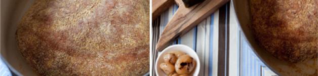 Pane cotto nella pentola con cipolline alla brace