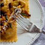 Tortelli al radicchio e pecorino fresco con gelatina balsamica prunotto e sfoglia di pasta alla zucca